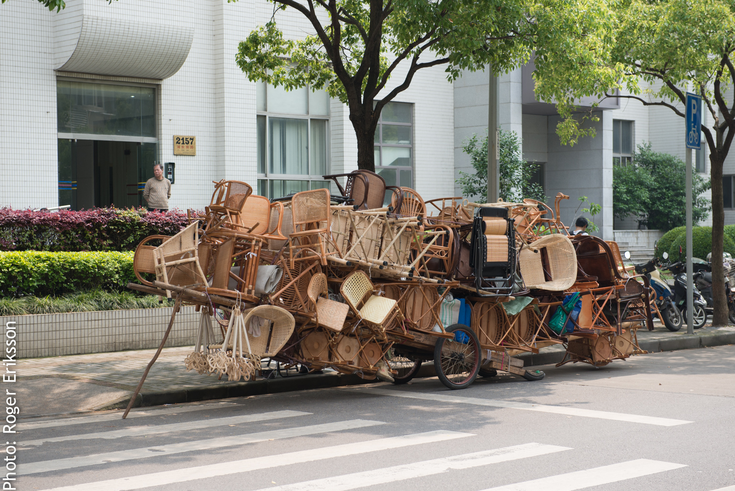 Carriage, well loaded in Shanghai